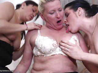 Скачать порно лесбиянок в чулках