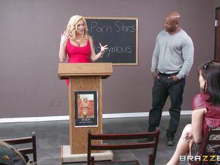 Блондинка садистка порно